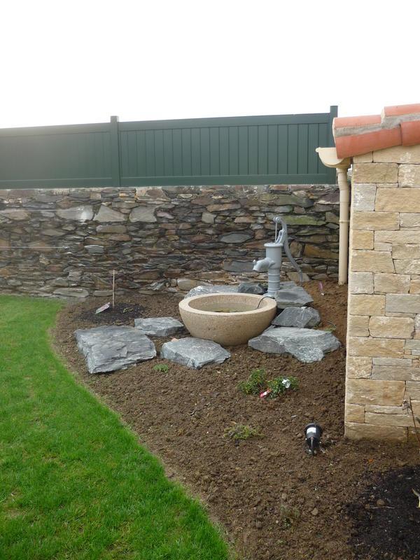 bassin fontaine de jardin en pierre saint denis maison design. Black Bedroom Furniture Sets. Home Design Ideas
