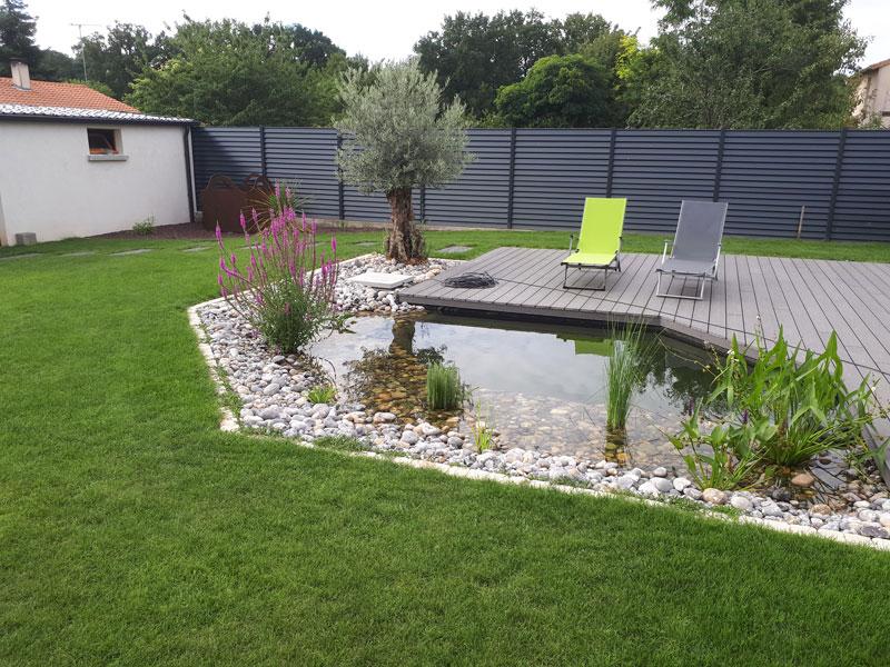 Aménagement d\'un jardin avec zone aquatique