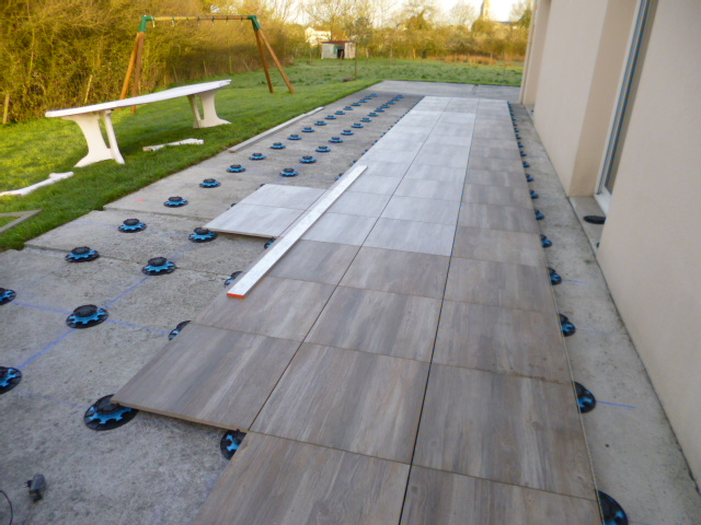 Terrasse bois ou carrelage avis diverses for Carrelage clipsable avis